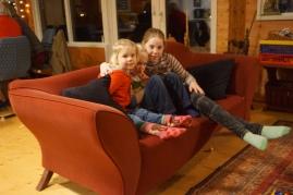 Groepsaccommodatie-Friesland-gezellig spelen op de bank